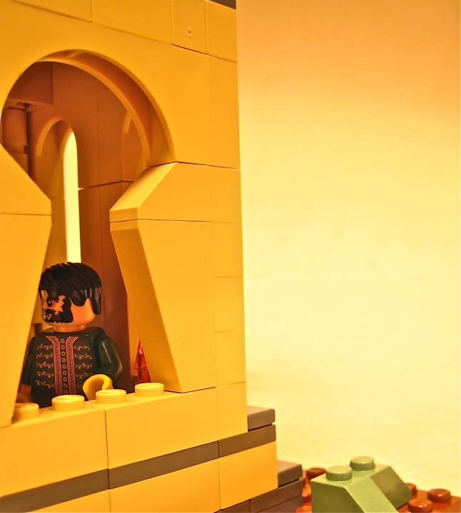 LEGO MOC - Because we can! - 'Flying monk': у окна...