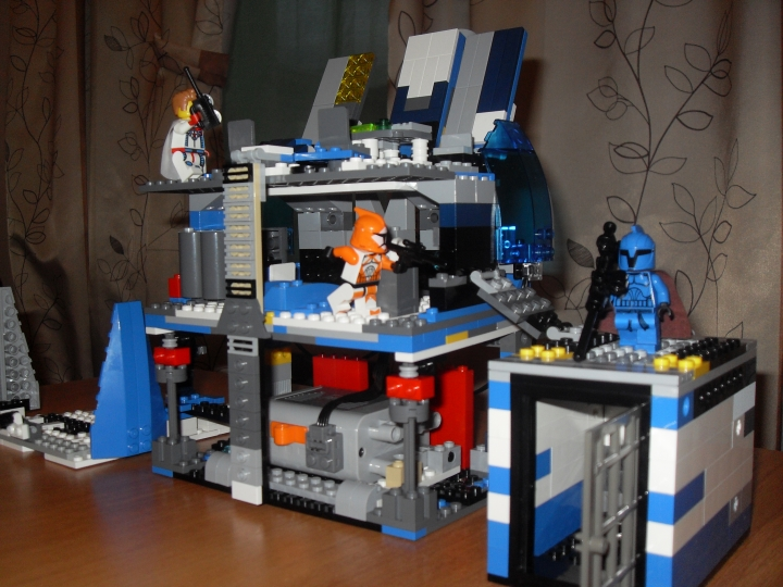 LEGO MOC - Heroes and villians - Batman's Lair