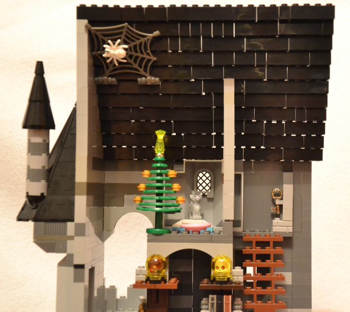 LEGO MOC - New Year's Brick 2014 - 'В глубине виллы 'Ночной кошмар'...