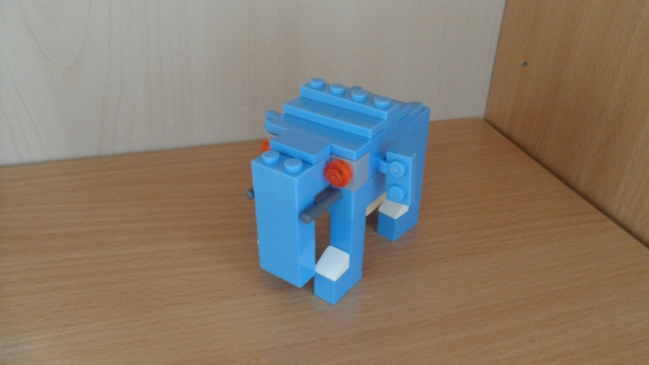 LEGO MOC - 16x16: Animals - Hunting on blue elephant: Сам слон.