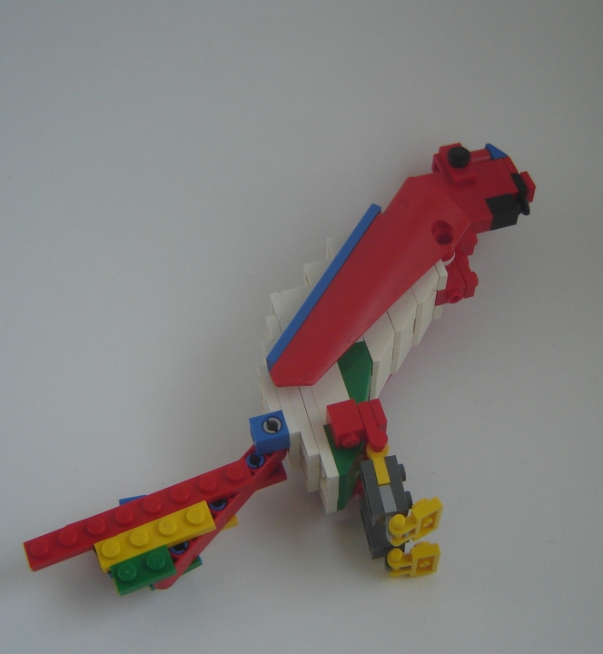 LEGO MOC - 16x16: Animals - Red-and-green Macaw: Вид без дерева.