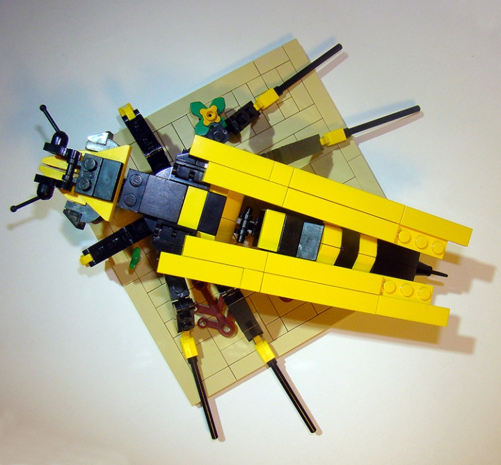 LEGO MOC - 16x16: Animals - Wasp: Сверху.