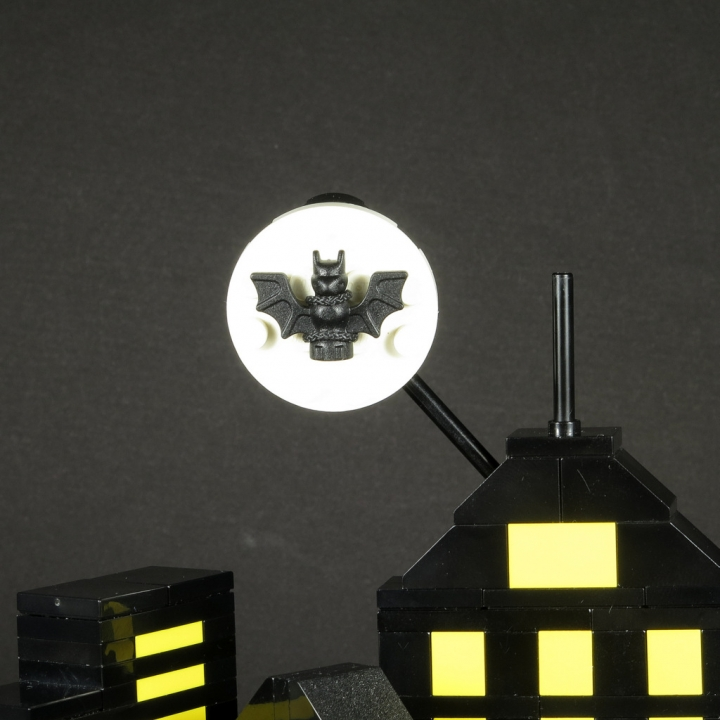 LEGO MOC - 16x16: Batman-80 - Gotham City: Это не луна! Это Бэт-сигнал!