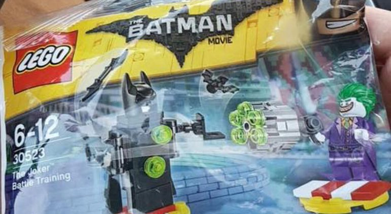 Bricker - Part LEGO - 98721 Minifig, Weapon Batman Bat-a-Rang (two ...